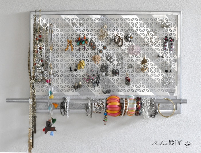 I am in love with this jewelry organizer!! It is so easy to make
