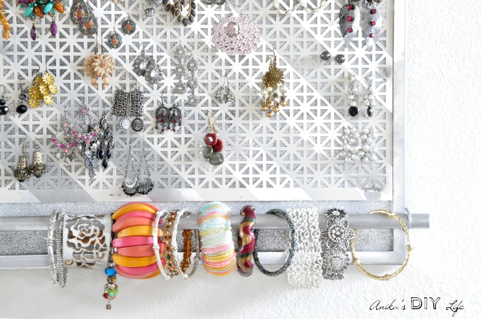Wow! this diy jewelry organizer has everything I need to hold all my jewelry!