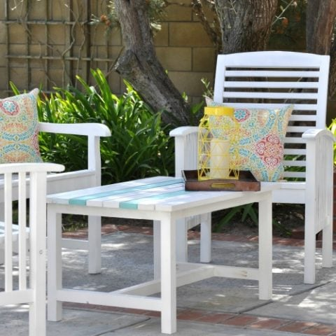 How to paint outdoor wood - Patio set makeover - Little Free Monkeys