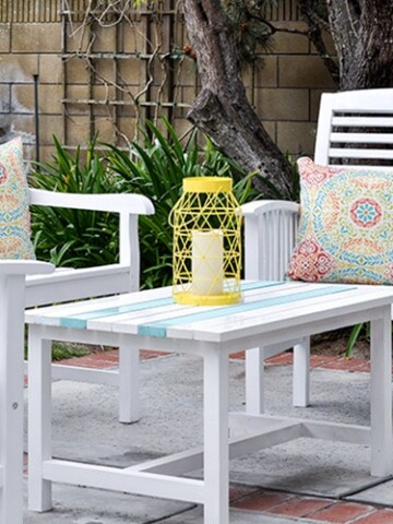 This DIY outdoor coffee table is a super simple to build using only $15 in lumber. The printable free DIY outdoor coffee table plans are availble too!