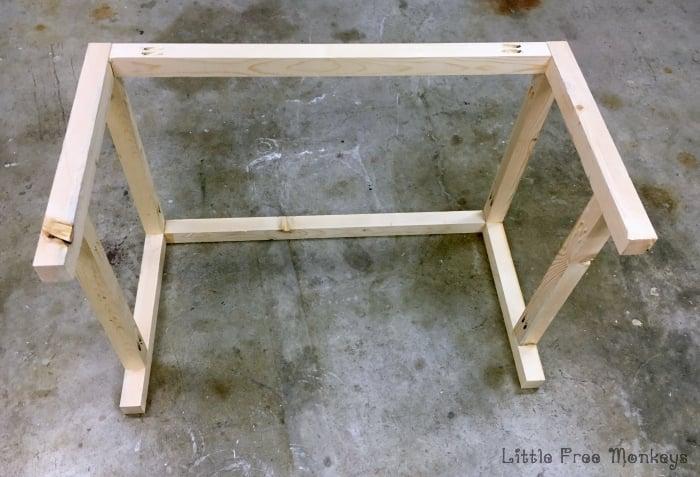 easy $15 diy outdoor coffee table - free plans - anika's diy life