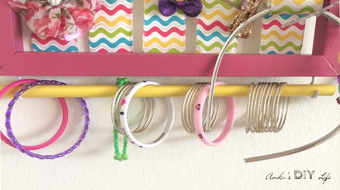 This is such a great idea to organize all the bracelets! This diy little girls accessory organizer is simply the best!