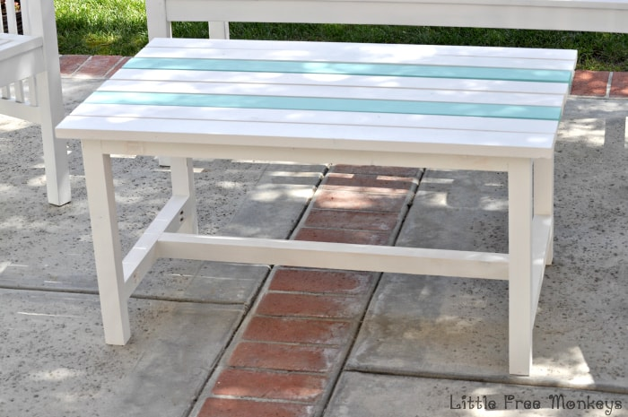 DIY Outdoor Coffee Table - Little Free Monkeys