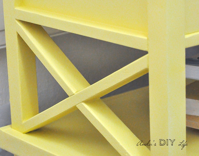 DIY Lattice nightstand - Pottery Barn inspired DIY nightstand - Free plans and tutorial