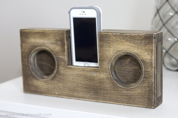 DIY wooden sound amplifier with phone