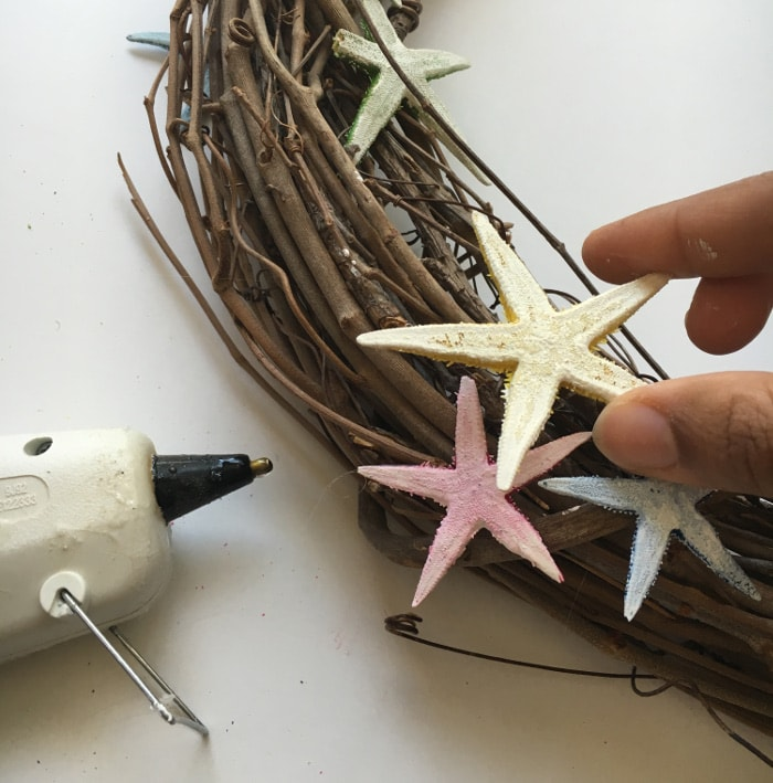 Use starfish to create a simple and rustic DIY coastal wreath