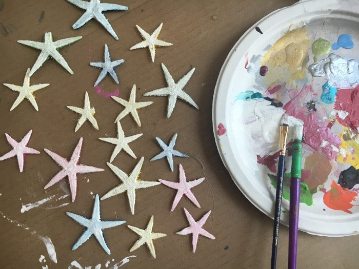 Use painted starfishes to create a simple and rustic DIY coastal wreath for under $10