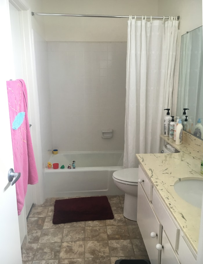 Come and take a look at how this rental kids bathroom will get a refresh for under $100! And everything will be temporary and removable!