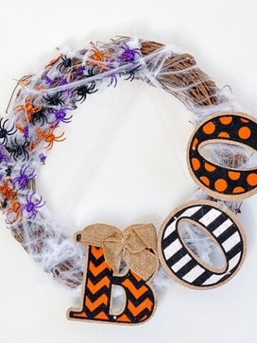 A DIY Halloween wreath that is super easy to make and looks great on the front door too! See how to make it for under $10 and 10 minutes!