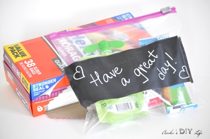 Make these fun re-usable snack bags for kids! yopu can write a new message everyday!