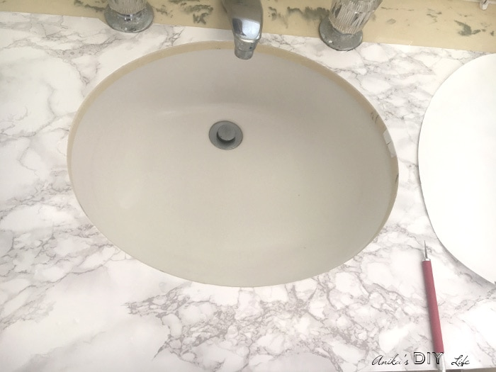 Faux marble countertop update using contact paper. Great temporary solution for renters