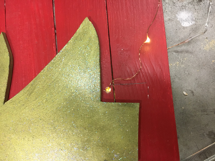 A super fun and easy way to make a LED Christmas tree wall plaque