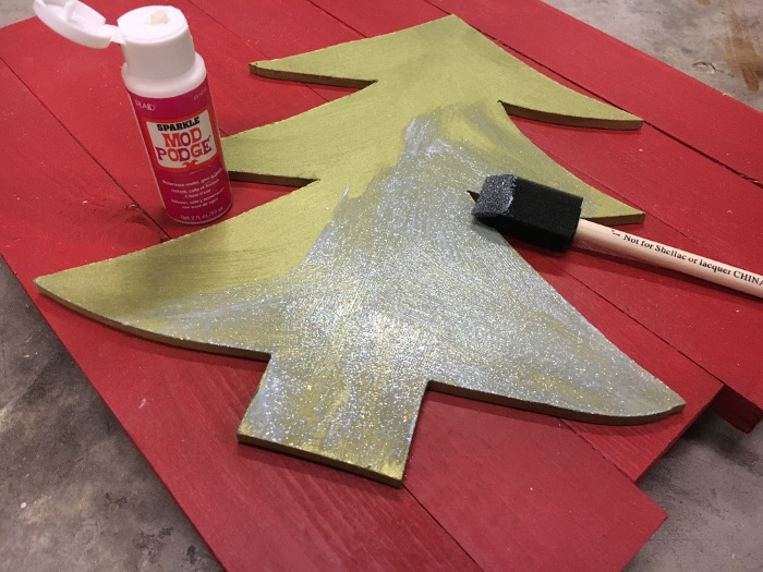 Make your own LED Christmas tree wall decor. It looks amazing anywhere!