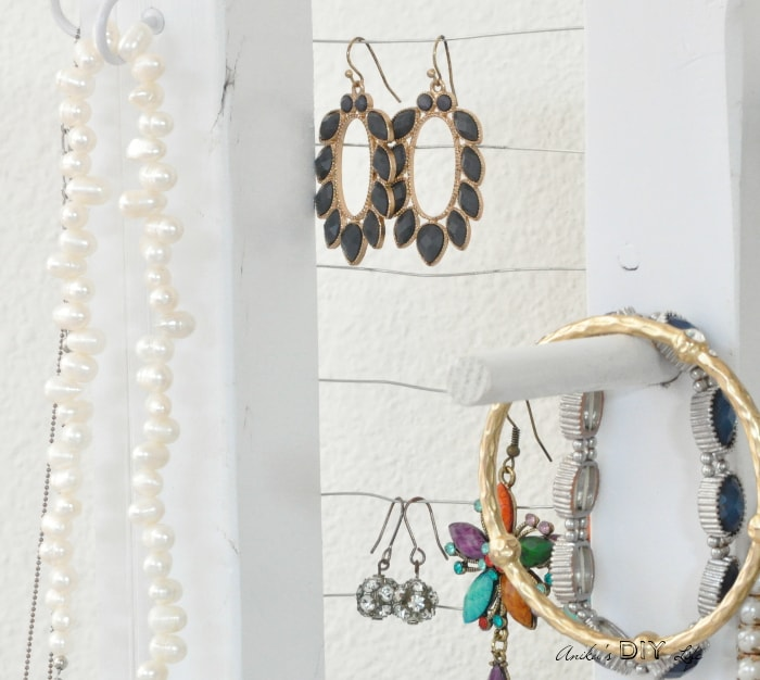 Organizing earrings is so easy with this simple DIY jewelry holder!