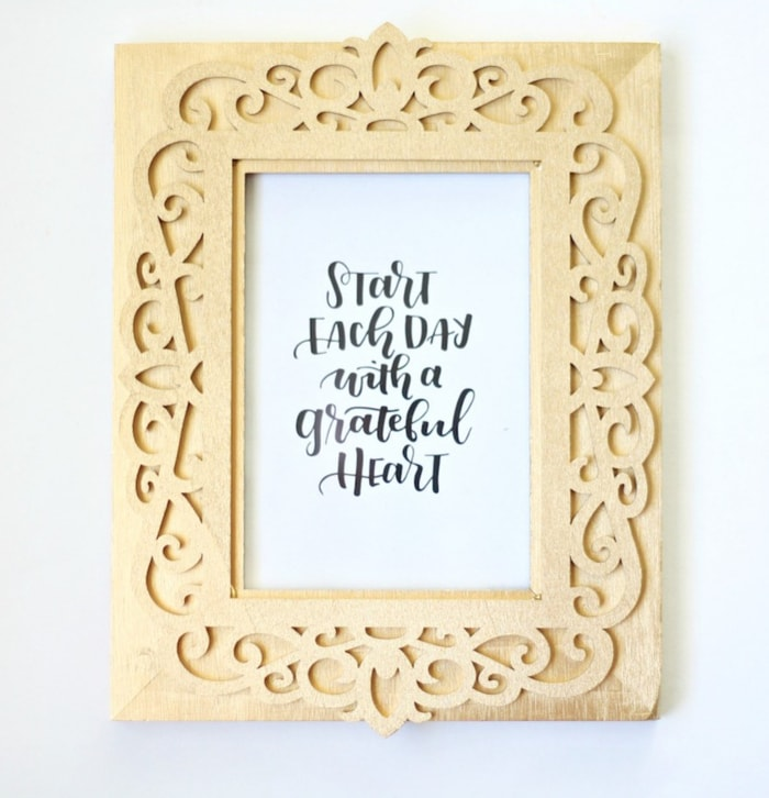 A gold painted picture frame - 20 DIY gold decor ideas