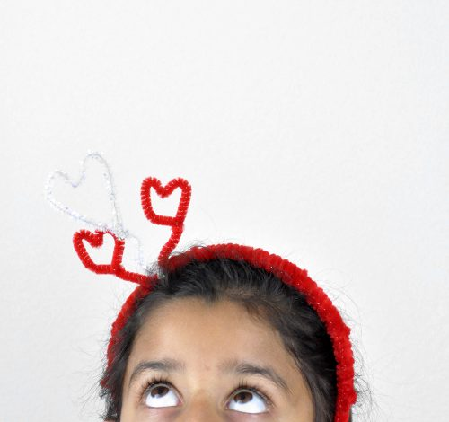 Cute DIY Valentine's hairband – great kids craft too!