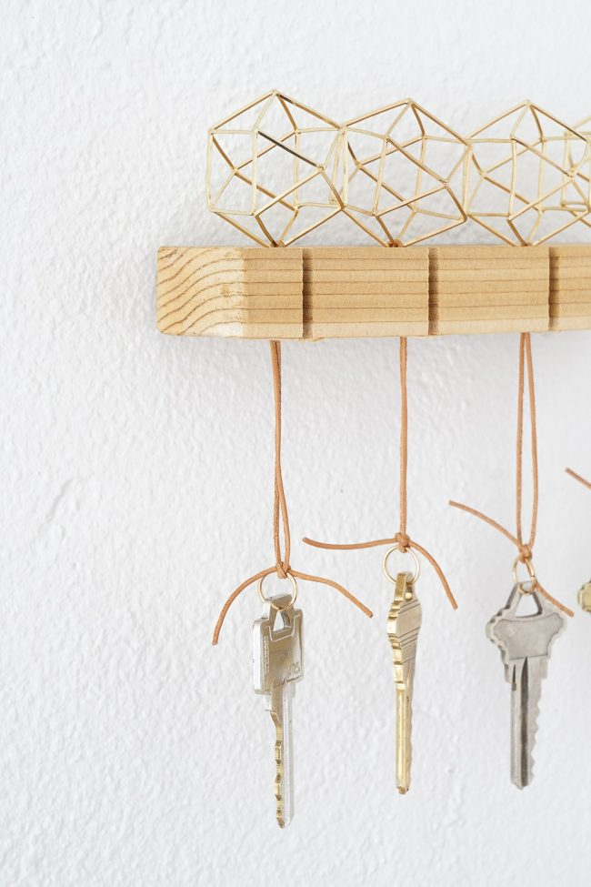 You have got to see all the ideas on this page for DIY gold home decor like this Key holder