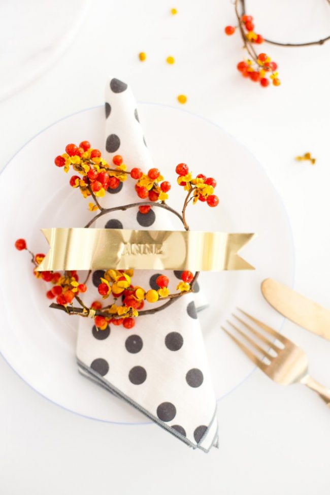 You have got to see all the ideas on this page for DIY gold home decor like this stamped gold ribbon place card