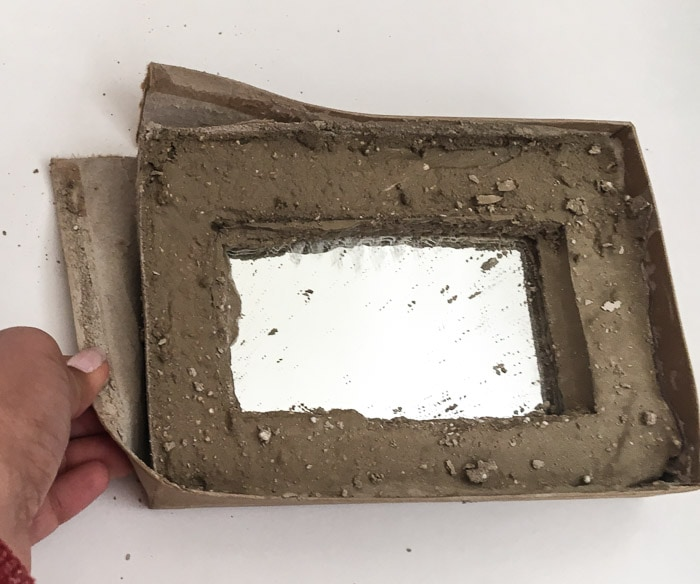 Make an easy DIY mirrored concrete tray with this step by step tutorial