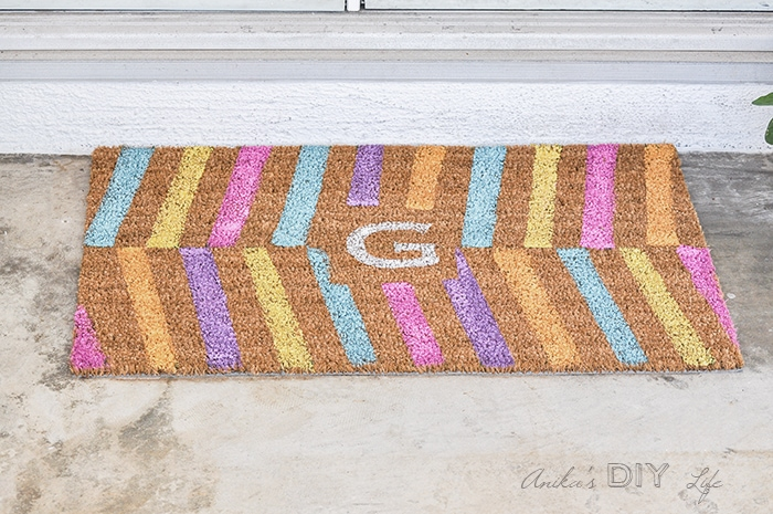 Make your own custom DIY personalized doormat for spring