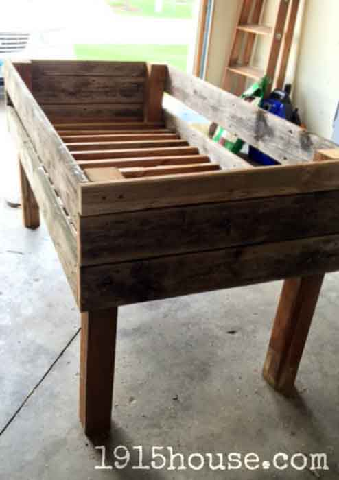 15+ Amazing DIY wooden planter box ideas and designs