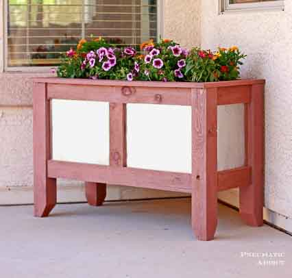 This wood and metal DIY planter and many more ideas to spruce up your curb appeal
