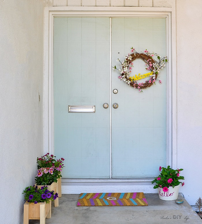 Spruce up your front porch for spring with these quick and easy ideas!