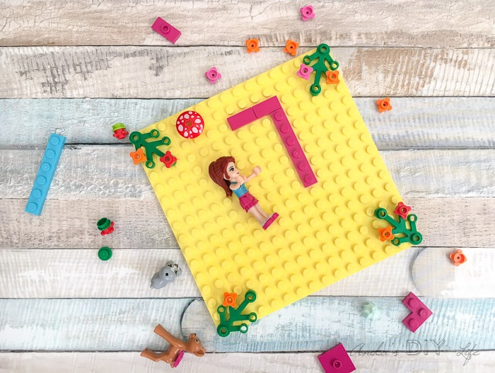 Step by step tutorial on how tomake your own custom Lego Friends Birthday Invitations