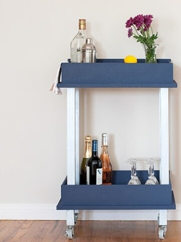 This old drawer repurpose idea will change the way you look at old drawers. Turn it into a DIY cart that can be used as a DIY bar cart or DIY coffee cart.