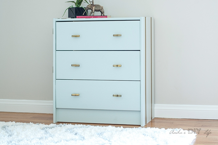 An easy way to add gold stripes to any furniture