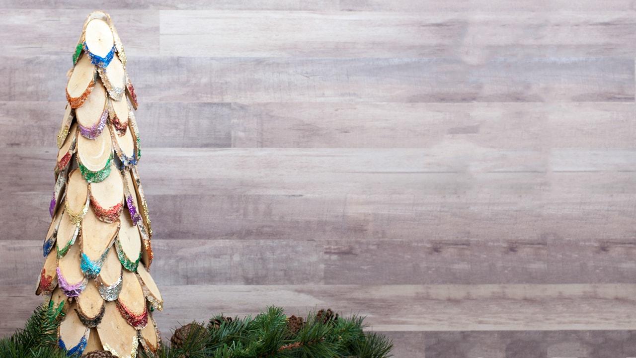 how to make a colorful wood slice christmas tree anikas diy life - Diy Wooden Christmas Tree