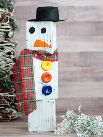 This DIY wood block snowman is a super easy and cute Christmas decor idea! This snowman made from wood is easy to store and use every Christmas and winter!