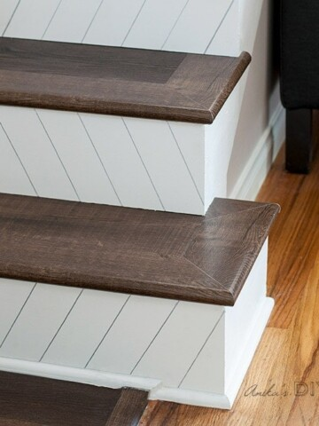 A super easy and quick way to makeover your staircase