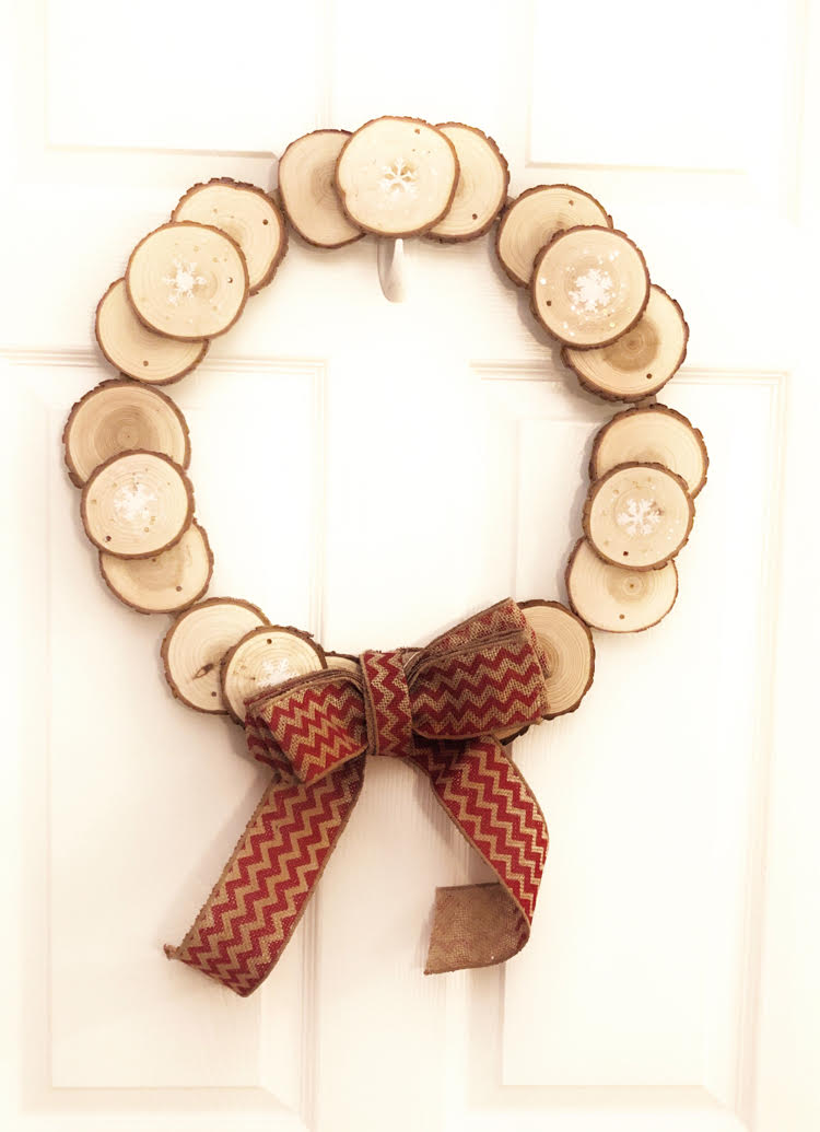 wood slice wreath with red chevron bow