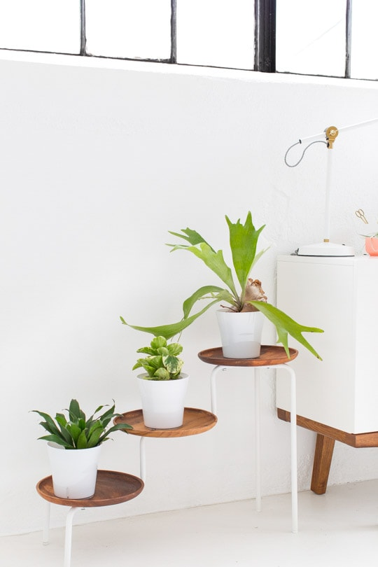 This gorgeous plant stand is an Ikea hack! Check out more Ikea hacks for your plants!