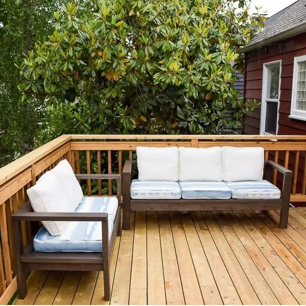 DIY Outdoor sofa and loveseat using 2x4 boards