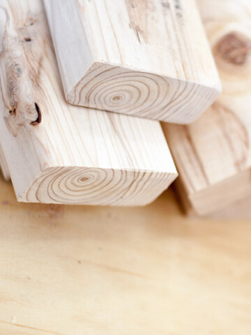 2x4 wood projects that are simple, inexpensive and great looking! Amazing 2x4 project ideas for every skill level - beginner woodworkers looking for a basic project, or experienced woodworkers looking to make large furniture.