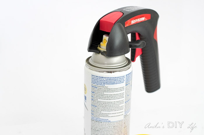 Spray paint can with spray handle