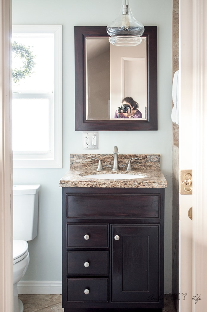 small bathroom makeover ideas- after