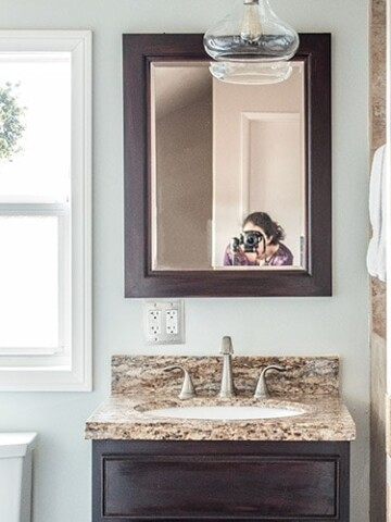 A small bathroom remodel on a budget. These cheap bathroomremodel ideas for small bathrooms are quick and easy. If you are wondering - how doI decorate a small bathroom, don't miss these modern bathroom ideas on a budget.