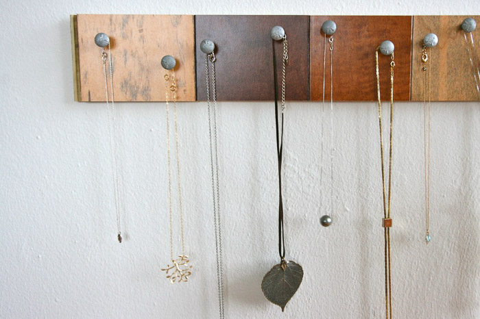 DIY Wall mounted necklace organizer by CRAFT