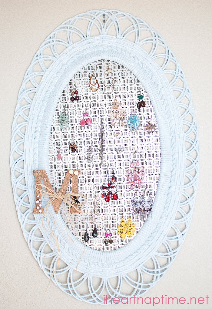Oval framed jewelry holder by I Heart Naptime