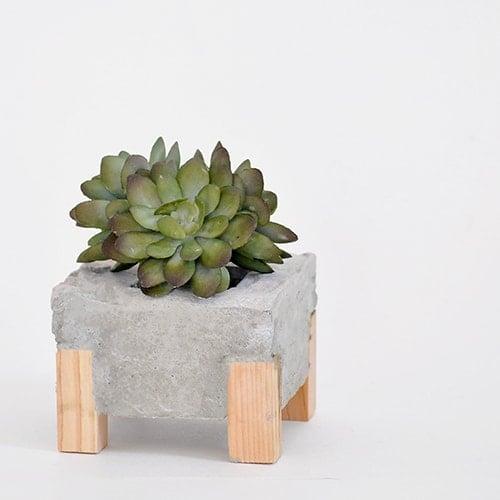 DIY Concrete Planter With Wood Feet