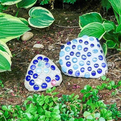 How To Make Mosaic Rocks – Easy Garden Decor