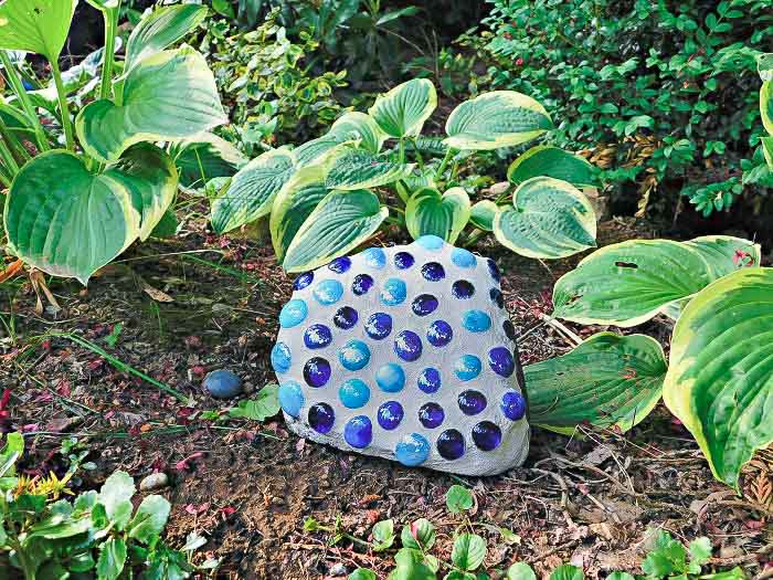 DIY Mosaic rock in blue and navy in the garden.