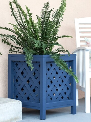 Full tutorial and plans for a DIY lattice planter box using vinyl lattice and a few boards. How to make your own planter box for indoors or outdoors.