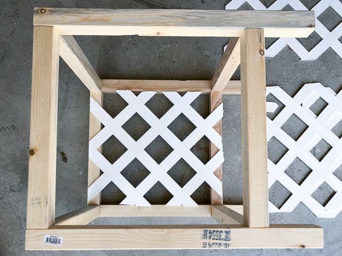 how to cut the vinyl lattice to make a lattice planter box