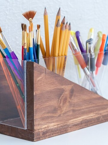 This easy DIY modern pencil holder is a great beginner project. Learn how to make using plexiglass and wood with this step by step tutorial and video.