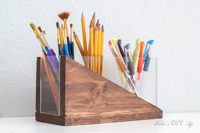 DIY Modern pencil holder made with wood and plexiglass with pens and paintbrushes