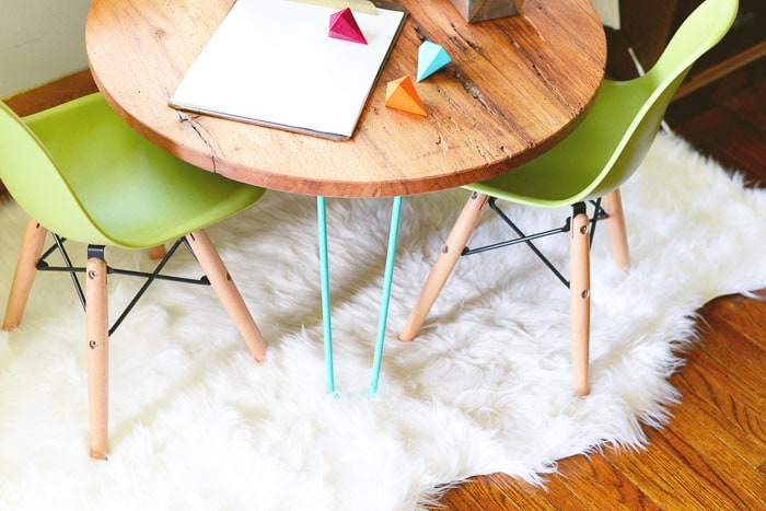 hairpin leg playroom table with green chairs